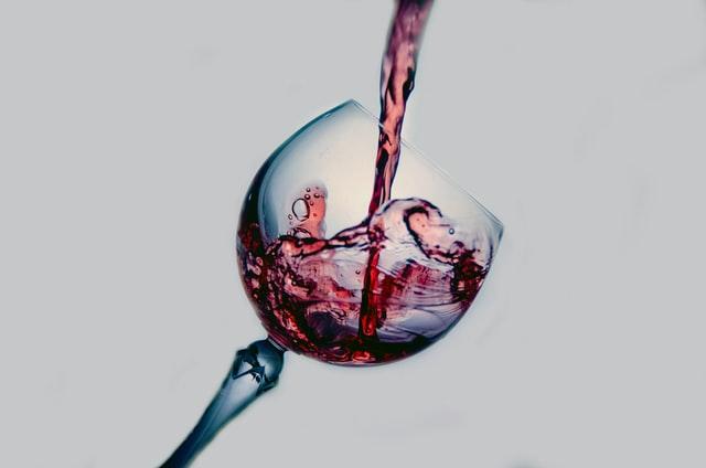 注がれるワイン